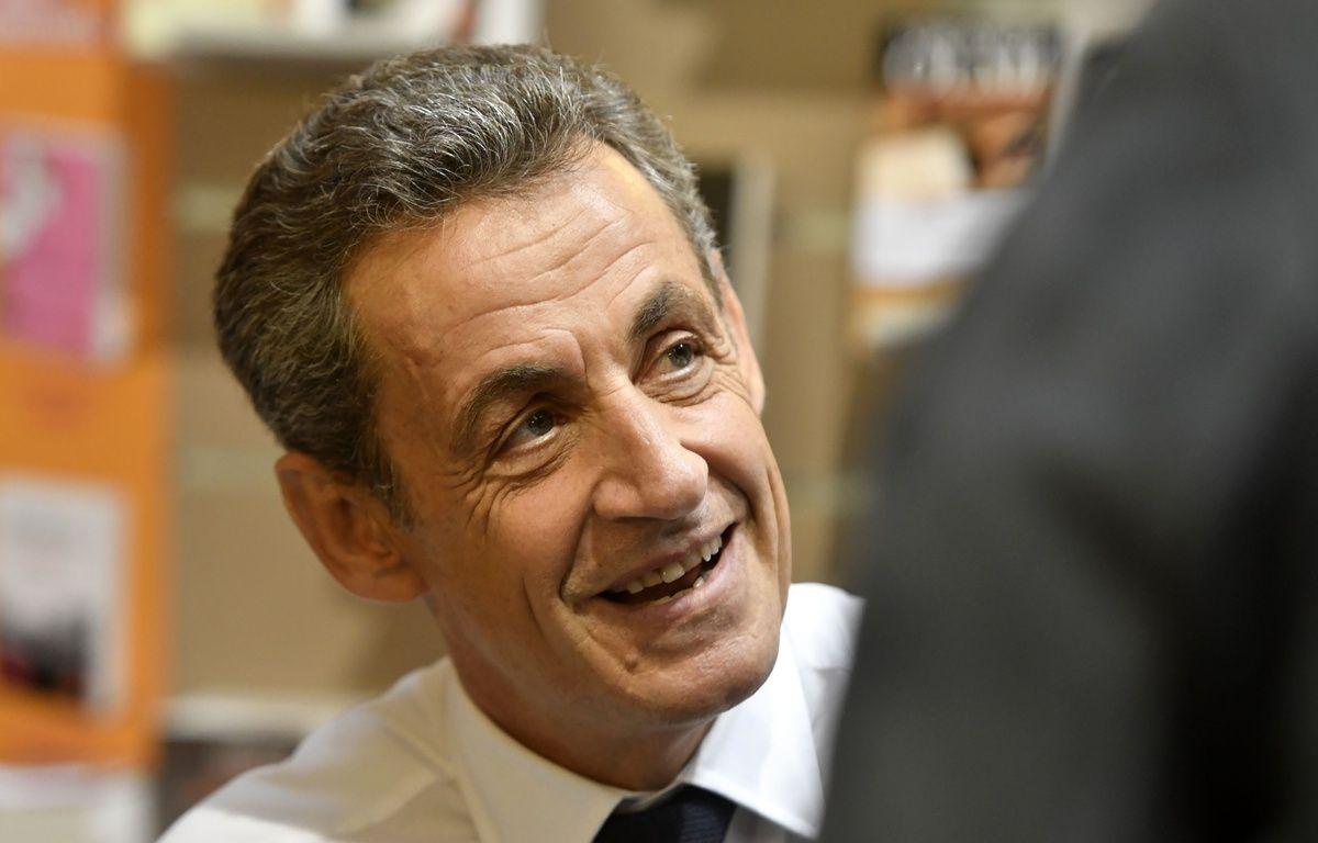 """L'ancien president de la republique Francaise Nicolas Sarkozy dedicace son livre """"Tout pour la France"""" a la librairie le Hall du Livre. Nancy, FRANCE -25/10/2016//POLEMILE_01POL20161025NAN006/Credit:POL EMILE / SIPA/SIPA/1610261451 – SIPA"""