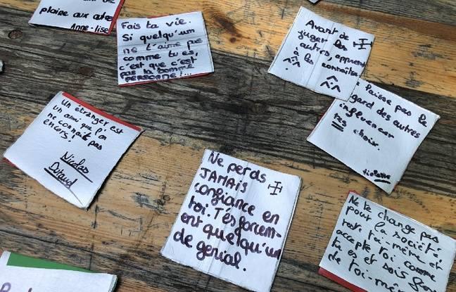 Les scouts ont écrit leurs «réflexions» sur un pixel. Chacun réparti avec l'un d'entre eux.