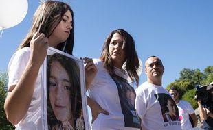 Les parents et la sœur de Maëlys, le 27 août 2018, lors d'un rassemblement organisé en mémoire de la fillette, un an après sa disparition.
