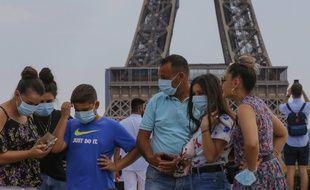 Une famille en visite à Paris (image d'illustration).