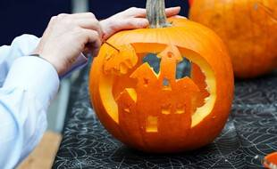 Des citrouilles en préparation pour Halloween (image d'illustration).