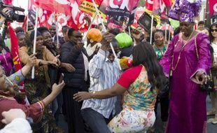 Une manifestation de femmes de chambre et gouvernantes de l'hôtel parisien Park Hyatt, contre la sous-traitance, le 24 septembre 2013