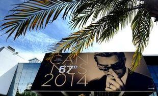 L'affiche officielle du 67e festival de Cannes, sous une palme de la croisette, le 12 mai 2014