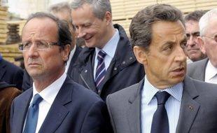"""La perte du triple A infligée à la France par l'agence Standard and Poor's (S&P) pèsera lourd sur la présidentielle, assurent les éditorialistes samedi et si """"le coup est rude"""", au premier chef pour Nicolas Sarkozy, le """"séisme"""" ébranle tous les prétendants à l'Elysée."""