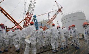 Le réacteur numéro 1 de la centrale nucléaire de Fukushima Daiichi et du personnel de Tokyo Electric Power Co.(TEPCO)