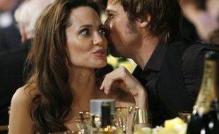 Angelina Jolie et Brad Pitt à leur table lors de la cérémonie des Screen Actors Guild à Los Angeles, le 27 janvier 2008.