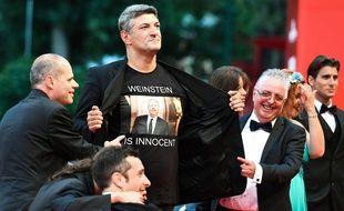 Le 1er septembre 2018, Luciano Silighini Garagnani a arboré un tee-shirt «Weinstein est innocent» sur le tapis rouge de la Mostra de Venise.
