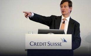 Brady Dougan, le directeur général de Credit Suisse, a vu sa rémunération totale grimper de plus d'un tiers en 2012, selon le rapport annuel de la banque helvétique publié vendredi.
