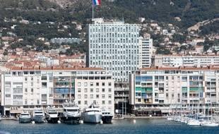 Toulon le 5 mars 2012 - Le port et la mairie de Toulon