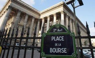 La Bourse de Paris évoluait en hausse mercredi dans les premiers échanges (+0,59%), aidée par des résultats d'entreprises encourageants et rassurée par la volonté affichée par la Chine d'aider l'Europe, atténuant ainsi l'inquiétude persistante sur la Grèce.