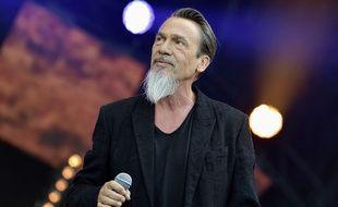 Le chanteur Florent Pagny, exilé fiscal au Portugal, a vivement répondu à ses détracteurs.