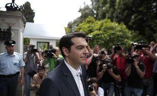 Alexis Tsipras, le chef de la coalition Syriza, devant le palais présidentiel à Athènes, le 9 mai 2012.
