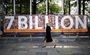 """A Manille ou Lima? Fille ou garçon? Plusieurs pays ont revendiqué lundi la naissance symbolique du sept milliardième habitant de la planète, occasion pour le chef de l'ONU Ban Ki-moon de déplorer """"un monde de terribles contradictions""""."""