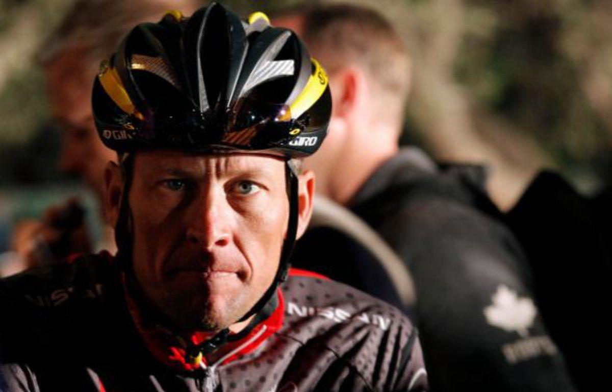 Lance Armstrong avant le départ de l'Argus Cycle Tour au Cap, le 14 mars 2010. – M.Hutchings/REUTERS
