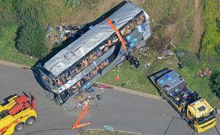 Au moins neuf personnes ont été tuées dans un carambolage de plusieurs autocars le 19 juillet 2014 près de Dresde.