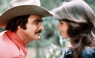 Burt Reynolds et Sallie Field dans «Cours après moi shérif», en 1977.