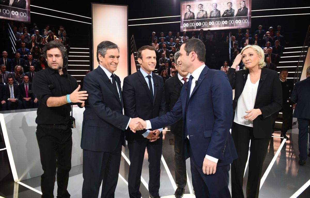 Les cinq candidats sur le plateau de TF1, lundi 20 mars 2017.  – Blondet-Pool/SIPA