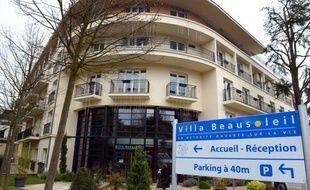 """La ministre chargée des Personnes âgées, Michèle Delaunay, qui a rendu visite mardi à l'hôpital privé d'Antony (Hauts-de-Seine) à la nonagénaire renvoyée de sa maison de retraite pour défaut de paiement, l'a trouvée """"en bonne santé physique"""" mais """"troublée""""."""