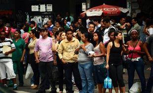 Une bonne partie du Venezuela a été privée d'électricité pendant plusieurs heures mardi après une panne géante qui a provoqué dans la capitale l'arrêt du métro, la fermeture des commerces et la formation d'embouteillages monstres.