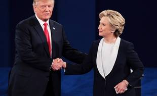 Donald Trump et Hillary Clinton lors du débat présidentiel du 9 octobre 2016.