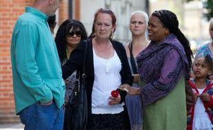 Une centaine de personnes ont participé dimanche à une cérémonie en mémoire de Mark Duggan, un jeune homme tué par la police à Londres le 4 août 2011, dont la mort avait déclenché des émeutes dans la capitale et plusieurs villes de Grande-Bretagne.