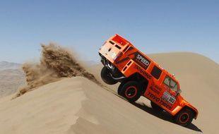 L'Américain Robby Gordon, dans son buggy sur le Dakar, le 7 janvier 2012, à Copiapo, au Chili.