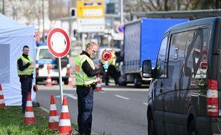 L'image remonte à mars dernier, avec des contrôles systématiques à la frontière franco-allemande, comme ici à Kehl à côte de Strasbourg.