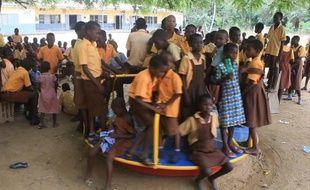 Capture d'écran d'une vidéo de l'AFPTV montrant des élèves de l'école élémentaire de Pediatorkope au Ghana, le 21 février 2015