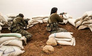 Deux combattants en Syrie, à Hrjala, en décembre 2014.