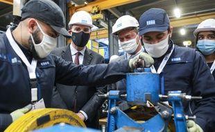 Le Premier ministre Jean Castex au centre de formation continue de l'entreprise Kone, à Trappes le 30 novembre 2020.