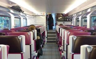 Lyon, le 19 novembre 2014. Illustration dans un train.