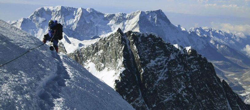 Un alpiniste sur le mont Everest, le 18 mai 2013.