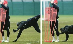 Mamadou Sakho a refait à l'entraînement son plaquage comme lors de Liverpool-Tottenham, le 11 février 2015.