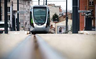 Derniers essais pour la ligne du tramway Garonne, ici avenue de Muret et sur le Pont Neuf. Toulouse, FRANCE-29/10/13