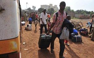 Des jihadistes algériens sont arrivés vendredi à Gao (nord-est) en renfort aux islamistes qui contrôlent la ville après en avoir chassé deux jours plus tôt les rebelles touareg du Mouvement national pour la libération de l'Azawad (MNLA), a appris l'AFP de sources concordantes.