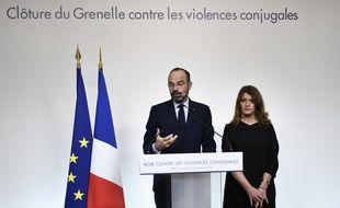 Le Premier ministre, Edouard Philippe, et Marlène Schiappa, la secrétaire d'État chargé(e) de l'Égalité entre les femmes et les hommes lors de la conférence de presse de clôture du Grenelle des violences conjugales, le 25 novembre 2019.