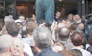 La statue de bronze a été dévoilée hier soir, place de la Libération.