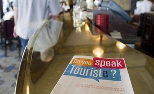 Le 18 juin 2013, l'opération «Do you speak touriste ?». Des guides pour mieux connaitre la clientèle touristique étrangère sont distribués aux commercants parisiens afin d'améliorer leurs relations.
