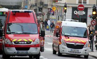 Des camions de pompiers ici dans les rues de Rennes.