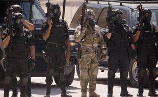 Trois instructeurs sont morts dans une fusillade et trois autres personnes seraient blessées.