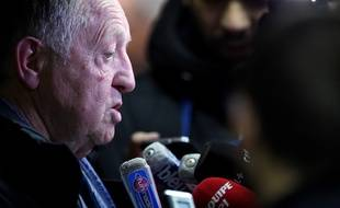 Lyon's president Jean-Michel Aulas answers journalists' questions the French L1 football match between Metz and Lyon was abandoned with only 30 minutes played after home supporters threw firecrackers at visiting goalkeeper , on December 3, 2016 at Saint Symphorien stadium in Longeville-Les-Metz, eastern France.  / AFP PHOTO / JEAN-CHRISTOPHE VERHAEGEN