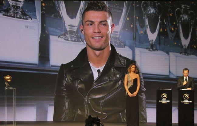 VIDEO. Hygiène professionnelle: Ronaldo s'entraîne à la lumière des phares de voiture à Dubai