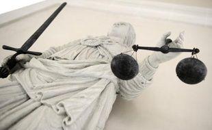 La cour d'assises d'appel de l'Essonne a condamné vendredi soir Catherine Menoux, 57 ans, à 20 ans de réclusion criminelle pour le meurtre par empoisonnement d'un riche septuagénaire retrouvé mort en 2005, a-t-on appris samedi auprès de son avocat.