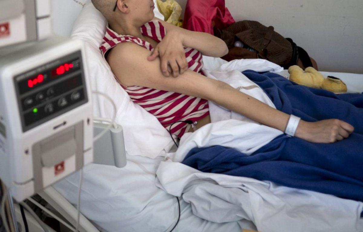 Un jeune patient à l'hôpital  – JEAN-PHILIPPE KSIAZEK / AFP