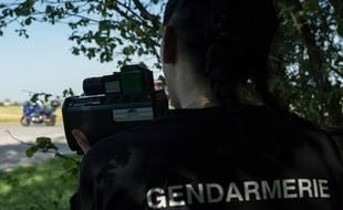 Illustration d'une femme gendarme.