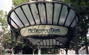 Entrée du métro à Paris.