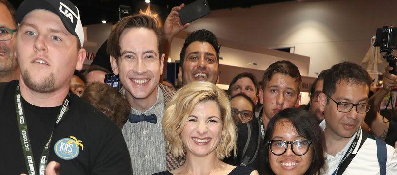 Jodie Whittaker, la nouvelle incarnation de Docteur Who, entourée de fans de la série, au Comic Con de San Diego (Etats-Unis), le 19 juillet 2018.