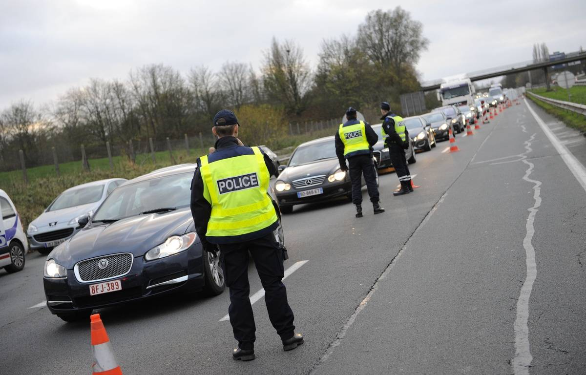 Des contrôles de la police à la frontière franco-belge, aux lendemains de l'attaque terroriste à Paris. – SARAH ALACALAY/SIPA