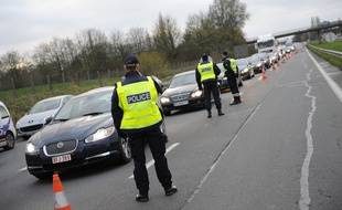 Des contrôles de la police à la frontière franco-belge, aux lendemains de l'attaque terroriste à Paris.