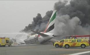Un avion de la compagnie Emirates a eu un accident à l'atterrissage à l'aéroport de Dubaï, mercredi 3 août 2016.